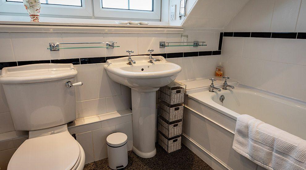 Bowismiln Cottage Bathroom