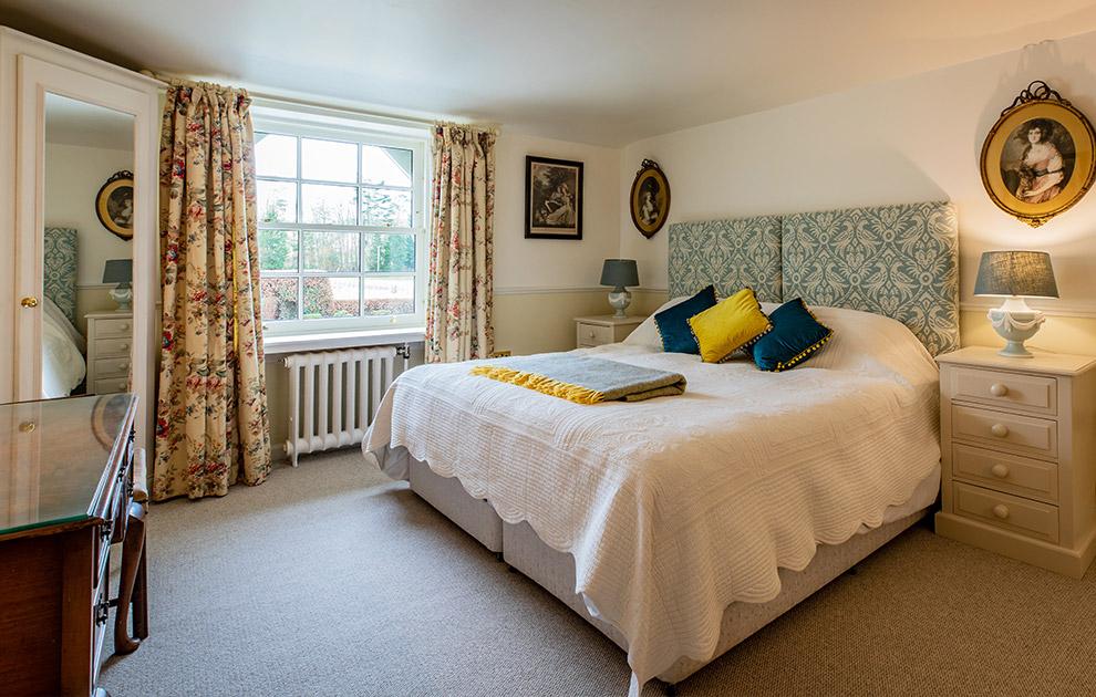 Riddell House luxury bedroom