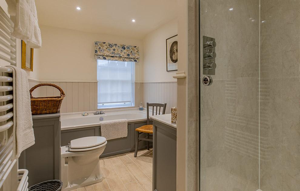 Riddell House luxury ensuite bathroom